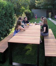 FAMILIA table set