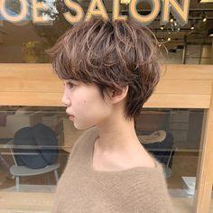 Wavy Sassy Bob - 60 Most Delightful Short Wavy Hairstyles - The Trending Hairstyle Korean Short Hair, Short Dark Hair, Short Wavy, Girl Short Hair, Short Curly Hair, Wavy Hair, Short Hair Cuts, Fringe Hairstyles, Undercut Hairstyles