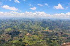 O Pico do Papagaio é um dos atrativos mais cobiçados pelos trilheiros em Aiuruoca, MG. Não é difícil entender o porquê. Quer ver? Aposto que você vai se convencer em 3, 2, 1… Pá! E aí, já? O Pico do Papagaio é um dos atrativos do Parque Estadual da Serra do Papagaio, administrado pelo Instituto Estadual de...