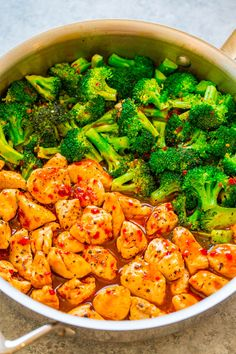 Orange Chili Chicken and Broccoli - The orange chili sauce is spicy, tangy, and sweet all in one! The PERFECT sauce to jazz up chicken and broccoli! A FAST and EASY dinner with great Asian FLAVOR! Sweet Chili Chicken, Orange Chicken, Asian Recipes, Healthy Recipes, Ethnic Recipes, Healthy Sesame Chicken, Potato Bacon Soup, Fast Dinners, Chicken Broccoli