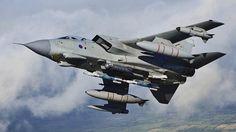 A França disse neste domingo que lançou seu primeiro ataque aéreo contra o Estado Islâmico na Síria