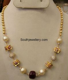Gold Necklace latest jewelry designs - Page 7 of 72 - Indian Jewellery Designs Pearl Necklace Designs, Gold Pearl Necklace, Jewelry Design Earrings, Gold Earrings Designs, Gold Jewellery Design, Gold Necklaces, Pearl Jewelry, Pretty Necklaces, Jewelry Shop