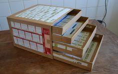 boite à tiroirs faite en carton. pour le rangement des tampons