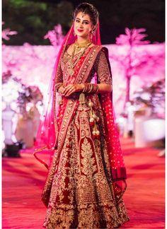 Indian Bridal Lehenga Red Brides Wedding Outfits Ideas For 2019 Indian Bridal Photos, Indian Bridal Outfits, Indian Bridal Fashion, Indian Bridal Wear, Pakistani Bridal Dresses, Indian Wedding Dresses, Bridal Pictures, Designer Bridal Lehenga, Wedding Lehenga Designs