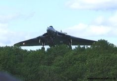Arrival of Avro Vulcan XH558 at Bruntingthorpe airfield - from classicaircraft.co.uk - a fab website!