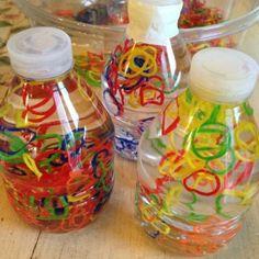 Passo a passo para fazer garrafas sensoriais para o bebê | Catraquinha