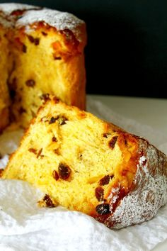 ITALIAN PANETTONE CAKE RECIPE - This traditional Italian Panettone Recipe was originally a Christmas sweet bread but make it once and you'll want it on your table at every holiday! Italian Desserts, Köstliche Desserts, Delicious Desserts, Quiche Recipes, Cake Recipes, Dessert Recipes, Christmas Bread, Christmas Baking, Breads