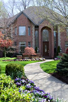 Collection of Home Curb Appeal Photos and Landscape Ideas #curbappeal #lawns #landscaping #finehomes #coolspaces
