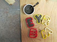 Making cement letters using portland cement and cookie cutters. Concrete Molds, Concrete Stone, Concrete Crafts, Concrete Projects, Cement Design, Like A Rolling Stone, Beton Diy, Portland Cement, Stone Mosaic