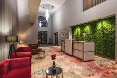 Proiect Hotel Edma Alexandria, realizat de Carpet&More. Descopera si celelalte proiecte din portofoliu! #design #hotelreception #redchairs #colors #carpet  #Carpet&More Design