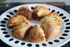 Fotorecept: Cesnakové špaldové trojuholníky Baked Potato, Potatoes, Bread, Baking, Ethnic Recipes, Food, Basket, Potato, Brot