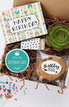 Party in the Box: Knowing what it is, how to do it and creative ideas to inspire Party Box, Soy Candles, Scented Candles, Happy Birthday, Birthday Parties, Breakfast Basket, Birthday Cake With Candles, Succulent Bowls, Confetti Balloons