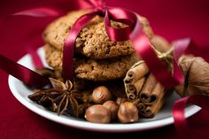 8 Dr. Oz approved cookie recipes: cranberry oatmeal, spiced pumpkin raisin, oatmeal peanut butter,  triple chocolate chocolate, eggnog dark chocolate, Post grape-nut, no bake, DR. OZ'S PROTEIN COOKIES!