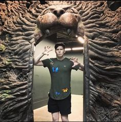 Phil has found a lion door Phil 3, Dan And Phil, Danisnotonfire, Amazingphil, Ricky Dillon, Joey Graceffa, Sam And Colby, Cute Lion, Jc Caylen