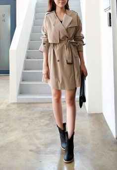 Loose fit oversize beige trench coat with belt