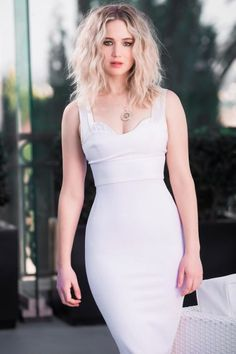 Take a look at the best Jennifer Lawrence fashion in the photos below and get ideas for your cute outfits! Jennifer Lawrence Stuns at Britannia Awards in Beverly Hills! Beautiful Female Celebrities, Beautiful Actresses, Beautiful Women, Jennifer Lawrence Age, Jennifer Laurence, Looks Pinterest, Celebrity Style, Celebs, Fashion Poses