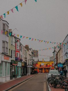 Brighton isn't just your average town. It's full of great spots and hidden gems and I am more than happy to tell you about the top things to do in Brighton. Brighton Lanes, Brighton England, Brighton And Hove, Royal Pavilion, Vacation Deals, Summer Bucket Lists, Travel Destinations, Travel Tips, Falling In Love