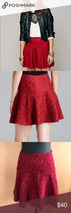 ❤️Free People red cheetah print skater skirt 6❤️ Wonderful condition. No holes or stains. Comes from a smoke free home. Waist 15 inches length 17 inches. Has side zipper. No stretch. Free People Skirts