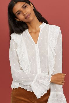 V-neck Buttoned Blouse - Vintage pink - Ladies Fall Photo Outfits, Classic White Shirt, Blouse Models, Shirt Blouses, Blouses For Women, Ideias Fashion, Pink Ladies, Ruffle Blouse, V Neck