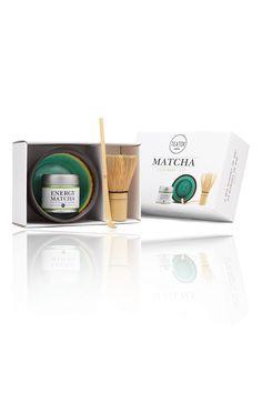 Japanese Teatime! Im Matcha Ceremony Set von TEATOX befindet sich alles für eine traditionelle, japanische Teezeremonie: köstlicher Energy Matcha Tee, handgefertigte Keramikschale, Bambusbesen und Bambuslöffel. Hochwertig...