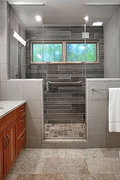 Interesting horizontal stone tile on one wall of walk-in shower. Half height wall with entrance in the center. Half Wall Shower, Double Shower, Shower Floor, Walk In Shower, Home Remodeling, Bathroom Remodeling, Bathroom Ideas, Shower Ideas, Pony Wall