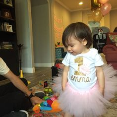 First Birthday Outfit Girl Girl Bday Outfit First Bday Peppa Pig Birthday Outfit, First Birthday Outfit Girl, Pink Birthday, Tutu Rose, Pink Tutu, Flores Shabby Chic, Perfect Outfit, Color Rosa Claro
