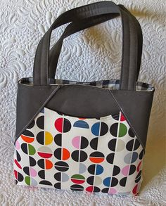 Ready to sew bags that turn heads? Stylish and practical? Bags that will make you proud? Check out this bag pattern bundle, it includes 4 bag patterns.