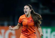 7-Jun-2015 5:39 - ORANJE LEEUWINNEN STARTEN WK MET ZEGE OP NIEUW-ZEELAND. De Oranje Leeuwinnen hebben tijdens het WK in Canada de eerste wedstrijd gewonnen. Dankzij een goal van Lieke Martens werd Nieuw-Zeeland verslagen.