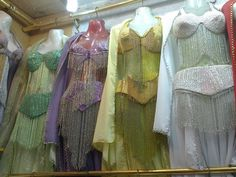 بدلة رقص متوفر الوان منها البدلة مكونة من   برا - حزام - جيبة - شــال سعرها 430 درهم