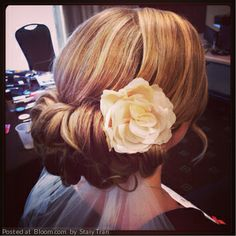 so pretty when it is my wedding I want my hair done like that with the flower!
