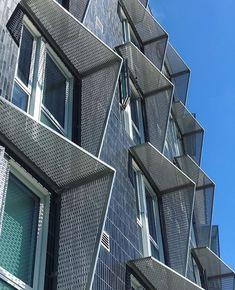 """1,077 curtidas, 4 comentários - Arquitetura Sustentável ♻️ (@arquitetura_sustentavel) no Instagram: """"Brises para amenizar a radiação solar  Projeto e foto por: @davidbakerarchitects #brises…"""""""