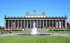 El museo antiguo de #Berlín alberga una colección única de antigüedades romanas, griegas y egipcias entre otras cosas. Es un edificio puramente Neoclasico