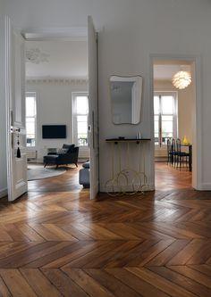Madeleine - Paris 8 — Moure / Studio Parisian Apartment, Paris Apartments, Studio Interior, Decor Interior Design, Planchers En Chevrons, Casa Milano, Wood Floor Design, Casa Loft, Herringbone Wood Floor