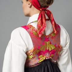 Rosa silkevets bak