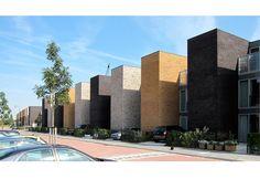 Woningen Roomburg | de kovel architecten | Architecten bureau De Kovel architecten Terrace Design, Facade Design, House Design, Modern Townhouse, Apartment Communities, Brick Facade, Brick Block, Social Housing, Minimalist Apartment