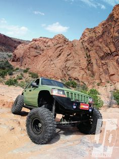 #Jeep Grand Cherokee: Grand Chuggy - How To Cut, Chop, And Build A Grand - Read More: http://www.jpmagazine.com/featuredvehicles/154_1211_jeep_grand_cherokee_grand_chuggy/