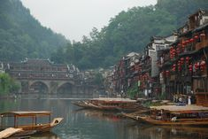 Image credit: Jonathan. http://reversehomesickness.com/asia/fenghuang-ancient-town/