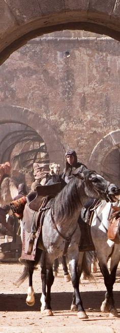 Junto com milhares de prisioneiros, o espólio de cavalos, tendas, armas e armaduras era assombroso. Os francos capturaram o acampamento de Saladino e todo o seu tesouro abandonado no campo de batalha.