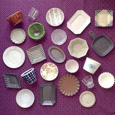食器棚の3段目なんだそう。 ひとつひとつに愛情を感じられるものばかり! フォルムや柄にこだわりを感じます。 Pottery Plates, Ceramic Pottery, Ceramic Art, Ceramic Tableware, Porcelain Ceramics, Japanese Pottery, Small Plates, Clay Projects, Decorative Accessories