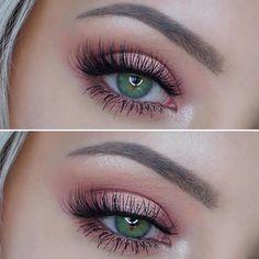 Makeup Geek Duochrome Eyeshadow in I'm Peachless + Makeup Geek Eyeshadows in…