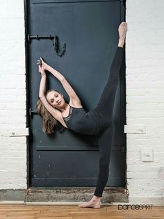Maddie Ziegler for Dance Spirt Magazine. Best Dancer in Dance Moms. Dance Picture Poses, Dance Photo Shoot, Dance Poses, Dance Pictures, Show Dance, Just Dance, Will Turner, Dance Photography Poses, Maddie And Mackenzie