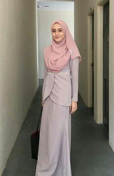 Ideas For Style Hijab Kondangan Remaja Batik Fashion, Abaya Fashion, Muslim Fashion, Modest Fashion, Fashion Outfits, Kebaya Dress, Dress Pesta, Kebaya Muslim, Muslim Dress