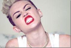 Miley Cyrus pone sus boobies en Twitter (+ foto) - http://www.leanoticias.com/2014/04/15/miley-cyrus-pone-sus-boobies-en-twitter-foto/