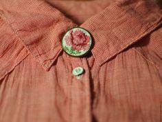 Брошь ручной работы с вышивкой