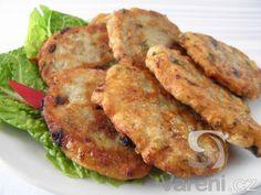 Recept na smažené bramborové placičky s tuňákem a petrželkou, které můžeme servírovat jako chuťovku, ale také jako lehkou večeři s čerstvou zeleninou.