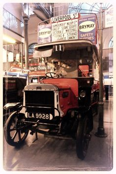 B-Type bus at the London Transport Museum, Coventry Garden, London. Photo taken and tweaked by Alun Tghmas. London Transport Museum, Bus Coach, Busses, Things Happen, Old London, Coventry, Coaches, Liverpool, Transportation