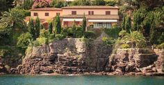Do you really want more waterfront! - http://www.aiximmo.ch/property/do-you-really-want-more-waterfront/- This beautiful villa of 320 sqm is located in the heart of the Cote d'Azur, on a landscaped plot of 1,300 m², and has a tremendous view on the bay of Cannes. Ground floor: entrance hall with guest wc - 2 bedrooms with bathroom. Lower level: large living room (50