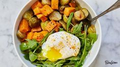 Recipes for Clean Eating - Egg and Veggie Breakfast Bowl - Raw and Whole Foods, Unprocessed Meal and Snack Ideas for Lunch and Dinner - Fresh, Healthy Foods and Recipe Ideas Clean Eating Recipes, Healthy Eating, Cooking Recipes, Breakfast Bowls, Breakfast Recipes, Breakfast Healthy, Mexican Breakfast, Breakfast Sandwiches, Breakfast Pizza