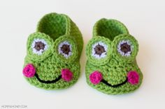 Frog Baby Booties - Free Crochet Pattern Crochet Shoes, Booties Crochet, Crochet Slippers, Hopeful Honey, Crochet Frog, Crochet For Baby, Cute Crochet, Baby Booties Free Pattern, Crochet Baby Bootie Pattern