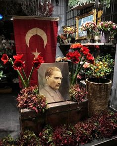 We commemorate Mustafa Kemal Atatürk with respect and longing. Lock Screen Backgrounds, Great Backgrounds, Screen Wallpaper, Iphone Wallpaper, Premier Ministre, Most Beautiful Wallpaper, Background Images, Wall Decor, Pokemon